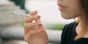 Το κάπνισμα μπορεί να επιταχύνει την εξέλιξη της πάθησης και να μειώσει την αποτελεσματικότητα των αγωγών